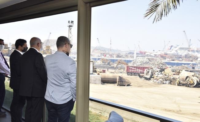 Rektör Ataç ve beraberindeki heyet gemi söküm tesislerini inceledi