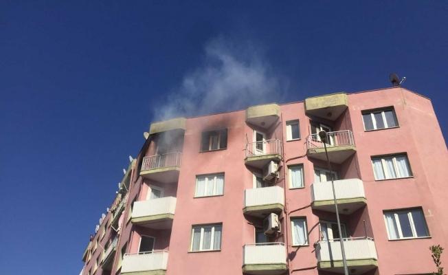 Alaşehir'de 5 katlı binada çıkan yangın korkuttu