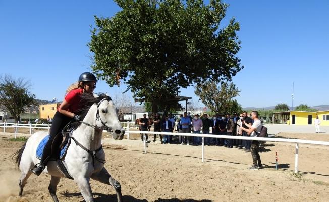 Ege Bölgesi'nin en büyük at binicilik tesisi Manisa'da açıldı