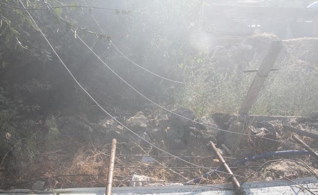 Kopan elektrik telleri 600 balya samanı küle çevirdi