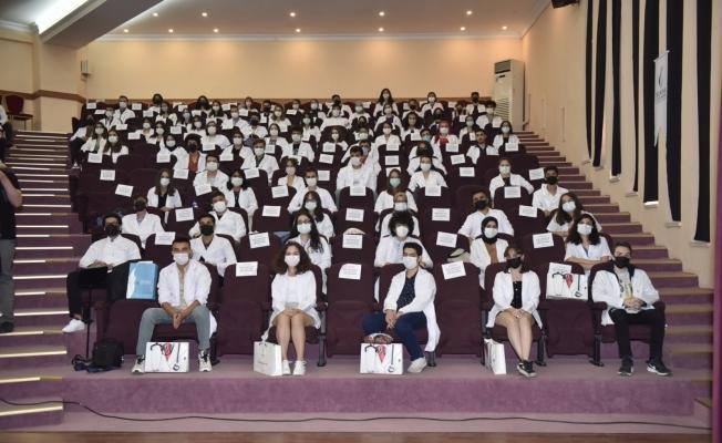 Manisa CBÜ Tıp Fakültesi 'Beyaz önlük giyme töreni' gerçekleştirildi
