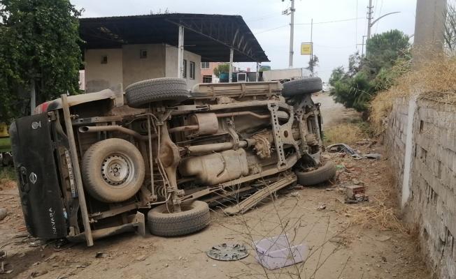 Manisa'da kamyonet Galericiler Sitesi'ne uçtu: 3 yaralı