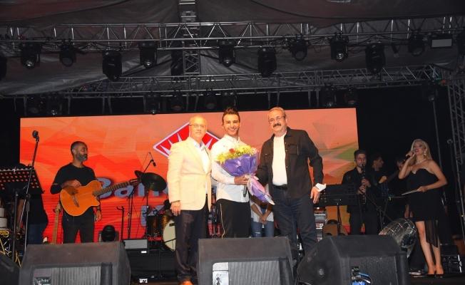 Salihli'de kurtuluş günü etkinlikleri Emre Kaya ile final yaptı