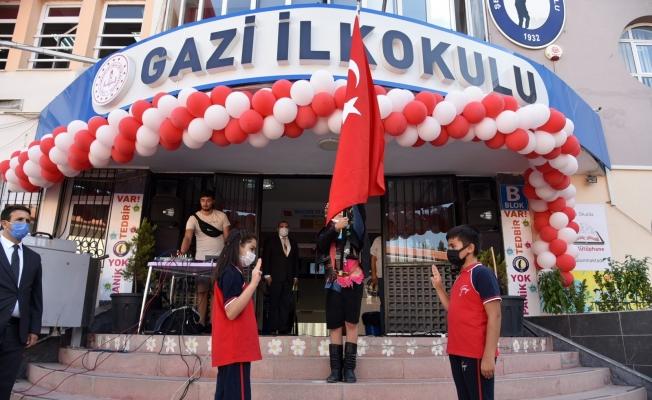 Vali Karadeniz İlköğretim Haftası programına katıldı