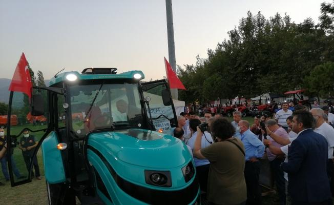 Yerli ve milli elektrikli traktör Manisa'da görücüye çıktı