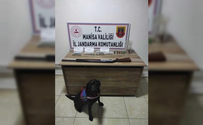 Evde saklanan uyuşturucuyu narkotik köpeği 'Arya' buldu