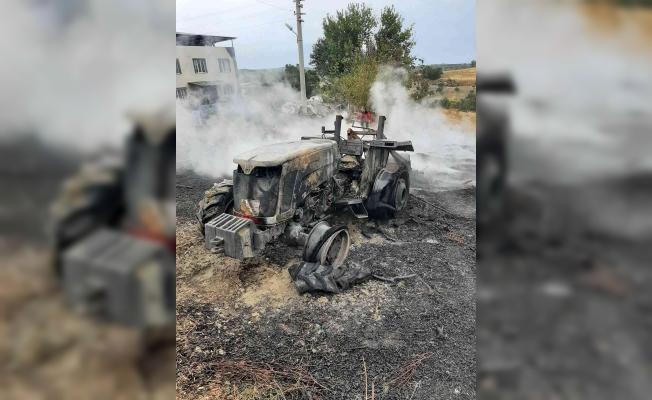 Evinin önünde ateş yakmak isterken traktörünü yaktı