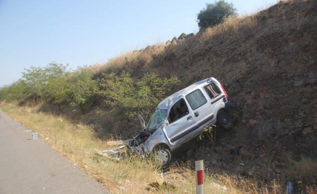 Kontrolden çıkan araç şarampole devrildi: 2 ağır yaralı