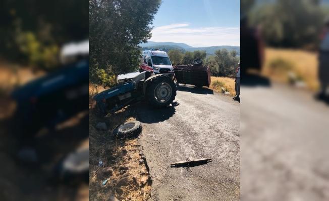 Manisa'da devrilen traktördeki 2 kişi yaralandı