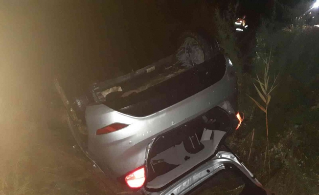 Manisa'da kontrolden çıkan otomobil şarampole devrildi