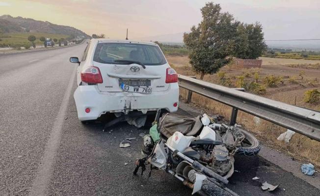 Manisa'da motosiklet otomobile arkadan çarptı: 1 ölü
