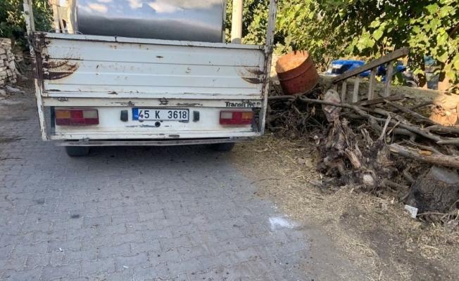 Süt kamyoneti yaşlı kadına çarptı: 1 yaralı