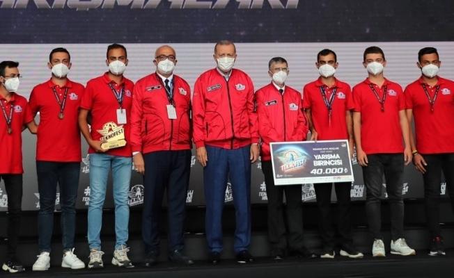 TEKNOFEST 2021 şampiyonu 'KAYGUSUZ' takımından Rektör Ataç'a ziyaret