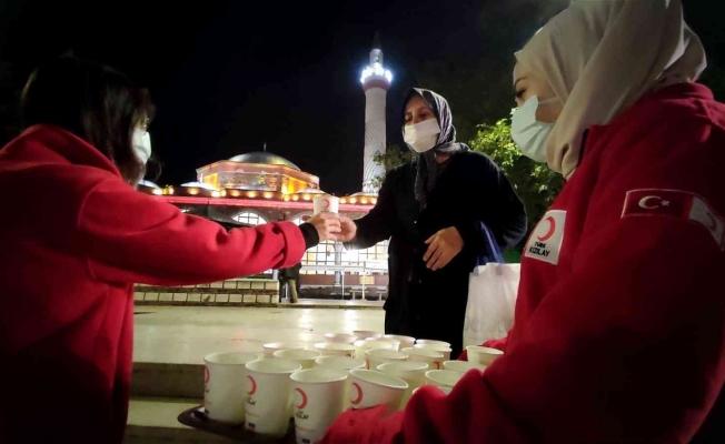 Türk Kızılay Manisa Şubesinden Mevlid Kandilinde çorba ikramı