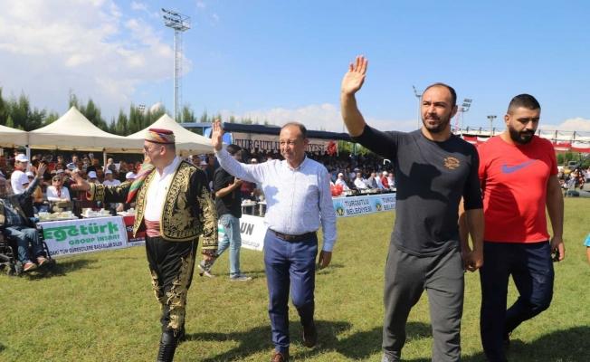 Türkiye'nin ünlü başpehlivanları Turgutlu Er Meydanı'nda güreşecek