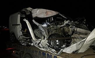 Otomobil park halindeki kamyona arkadan çarptı: 1 ağır yaralı