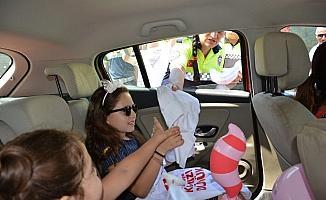 Çocuklar ebeveynlerini trafikte 'Kırmızı Düdük' ile uyaracak