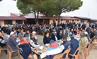 Başkan Kayda, mesaiye işçilerle kahvaltı yaparak başladı