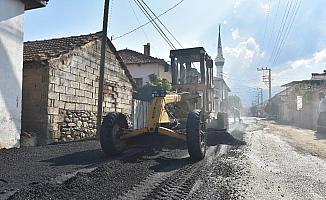 Salihli'de kırsal mahalle yolları asfaltlanıyor