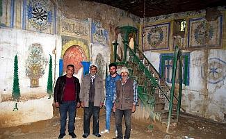 (Özel) Manisa'da tarihi cami göz göre göre yok oluyor