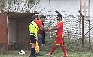 Sosyal imam: camide imam, sahada futbolcu