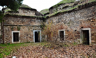 500 yıllık yapı yok oluyor