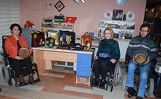 Manisa'da 3 engelliye 'devlet sanatçısı' onuru
