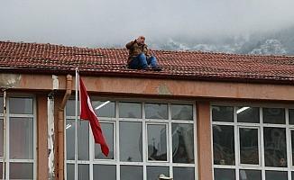 Manisa'da lisede intihar girişimi
