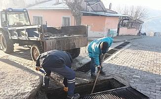MASKİ'den Demirci'nin mahallelerinde ızgara temizliği