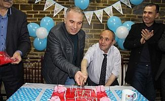 Meslek liselilerden engelli vatandaşa doğum günü sürprizi