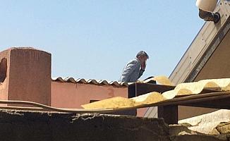 Ayrılmak istemedi, çatıda intihara kalkıştı