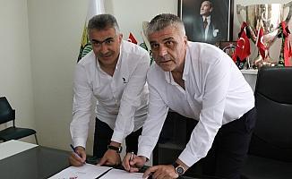 Akhisarspor, Teknik Direktör Mehmet Altıparmak ile sözleşme imzaladı
