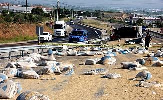 Kamyonla traktör çarpıştı: 1 ölü, 1 ağır yaralı
