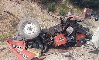 Kula'da traktör devrildi: 1'i ağır 2 yaralı