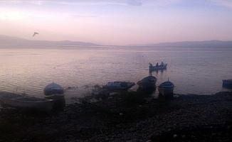 Marmara Gölü'nde tekne alabora oldu: 3 kişi kurtarıldı, 2 kişi kayıp