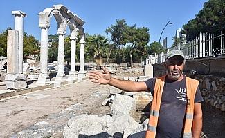 Thyateira'da 'Roma Caddesi'nin sütunları ayağa kaldırılıyor