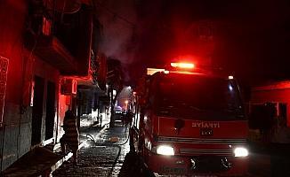 İki katlı apartmanda yangın