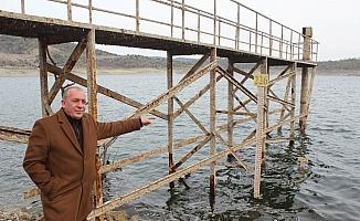 Demirköprü Barajı'nda korkutan görüntü