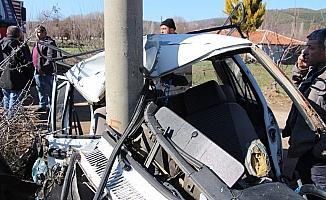 Kontrolden çıkan otomobil elektrik direğine çarptı: 1 ağır yaralı