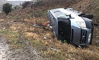 Ticari araç şarampole devrildi: 5 yaralı