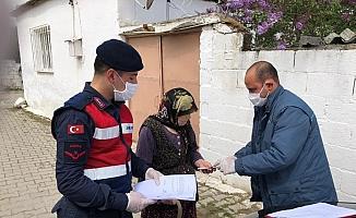 Manisa'da yardım paraları evlere teslim edilmeye başlandı