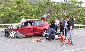 Otomobil tıra çarptı: 2 yaralı
