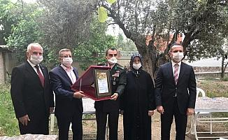 Şehit Fatih Durhan'ın ailesine 'Şehadet Belgesi' takdim edildi