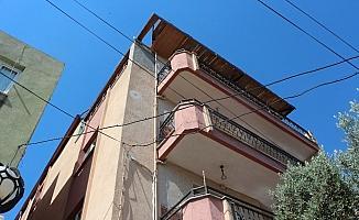 Dördüncü katın çatısından düşen genç kız yaşam savaşı veriyor