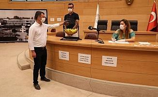 Başkan Dutlulu'nun maaşı yine öğrencilere burs oldu