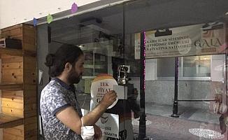 Kapı kapı gezdiler esnafa siftah parası bıraktılar