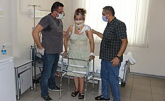 Kazadan sonra ilk adımlarını mutluluk gözyaşlarıyla attı
