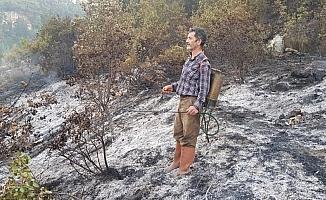 Sırt tulumbasıyla yangına müdahale etti