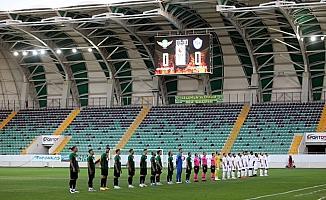 TFF 1. Lig: Akhisarpor: 0 - Tuzlaspor: 0 (İlk yarı)