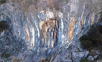 (Özel) Manisa'nın 3 bin yıllık mitolojik mirası yok oluyor